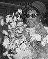 Face detail on 24 April 1964, Aankomst Ella Fitzgerald en Oscar Peterson op Schiphol. Ella Fitzgerald met bloe, Bestanddeelnr 916-3489 (cropped).jpg