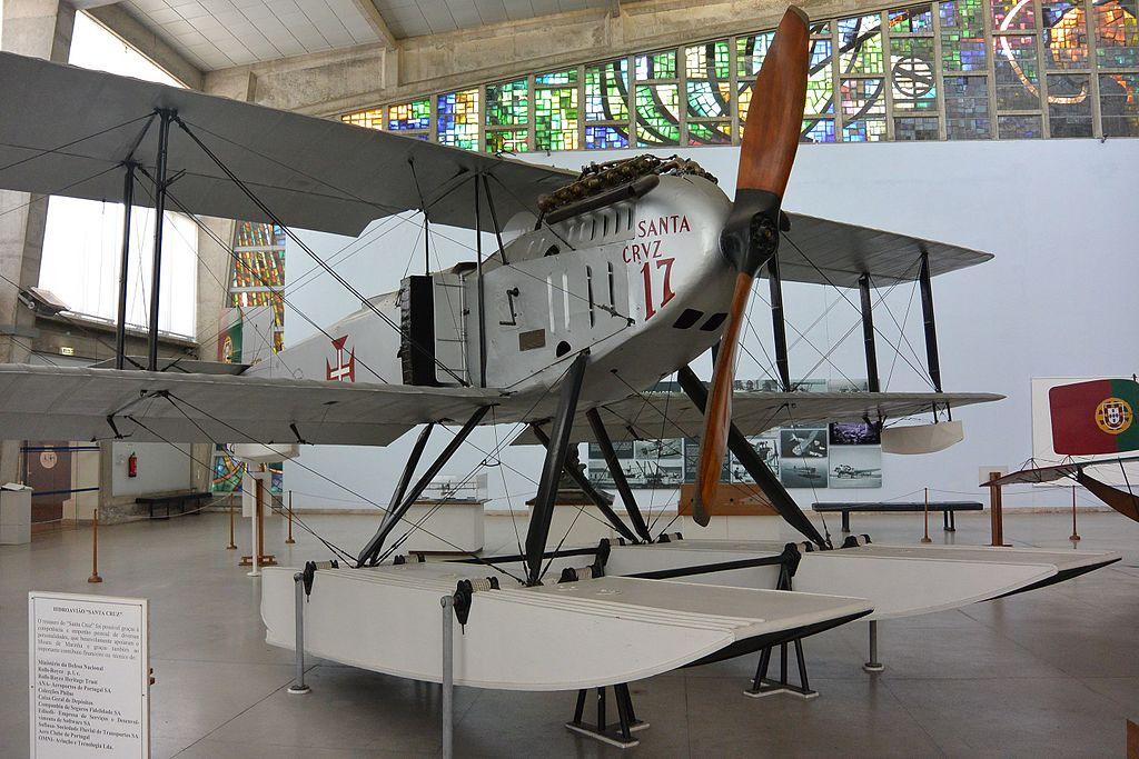 Fairey IIID Santa Cruz au musée de la marine portugaise, à Lisbonne. Cet avion a achevé la 1ère traversée aérienne de l'Atlantique Sud en 1922. Cette traversée a prouvé la faisabilité d'une navigation aérienne astronomique. Photo de Ricardo Reis