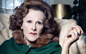 English: portrait of Fanny Cradock