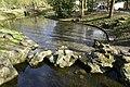 Faux rochers entre deux étangs (25707745423).jpg