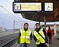 Flickr - NewsPhoto! - ProRail deelt flyers en chocolade uit na ontspoorde trein (11).jpg