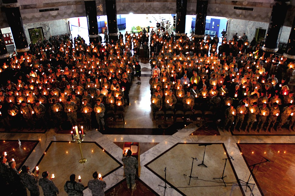 Flickr - The U.S. Army - Christmas Eve Candlelight Services