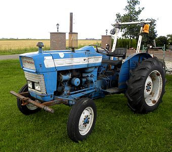 super dexta tractor with Traktorenlexikon  Ford 3000 on 1957 59 Fordson Dexta further Tractor Ford Son N likewise Watch furthermore Fordson major sale besides 5177629709.