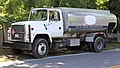 Ford L9000 oil truck, Hamptons.jpg