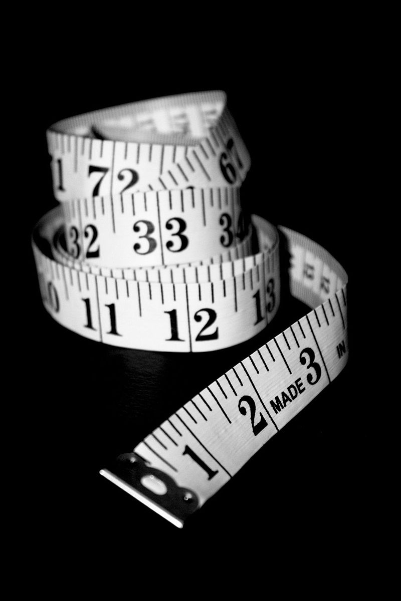 Free coiled tape measure healthy living stock photo Creative Commons (3209939998).jpg