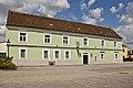 Gasthaus Zum goldenen Adler, ehem. Poststation in Neupölla.jpg