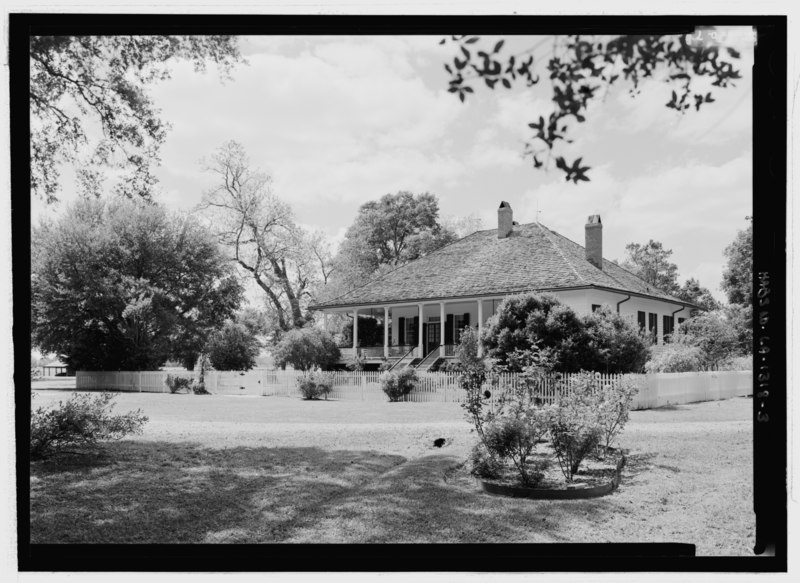 File:General view of the southeast front, looking from the east - Cherokee Plantation, Highway 494, Natchez, Natchitoches Parish, LA HABS LA-1318-3.tif