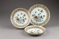 Genombrutna porslinsfat gjorda i Kina i mitten av 1700-talet - Hallwylska museet - 95913.tif