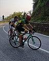 Giovanni Menchi mentre tenta la scalata.jpg