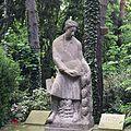 Grabmal aus Muschelkalk von Georg Grasegger.jpg
