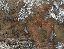 Een satellietfoto (met grenzen van deelstaten) van de Colorado in de Grand Canyon, Lake Powell en Lake Mead