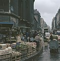 Groentenstallen op de hoek van de Rue Montmartre te Parijs, Bestanddeelnr 255-9991.jpg
