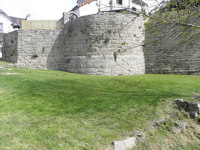 Château de Guémené-sur-Scorff (56). Mur de soutènement du Vieux-Logis.