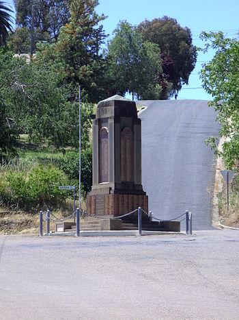 English: War Memorial, Gundagai, New South Wal...