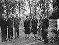 H. M. ontvangt Lord Ismay op Raaphorst te Wassenaar, Bestanddeelnr 905-3777.jpg