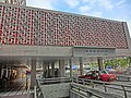 HK King's Park 伊利沙伯醫院 Queen Elizabeth Hospital outdoor entrance Jan-2014.JPG