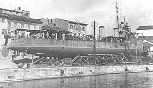 HMAS Yarra (D79) - Yarra undergoing a drydocking at Livorno in 1917