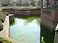 Hampton Court Gardens - panoramio.jpg
