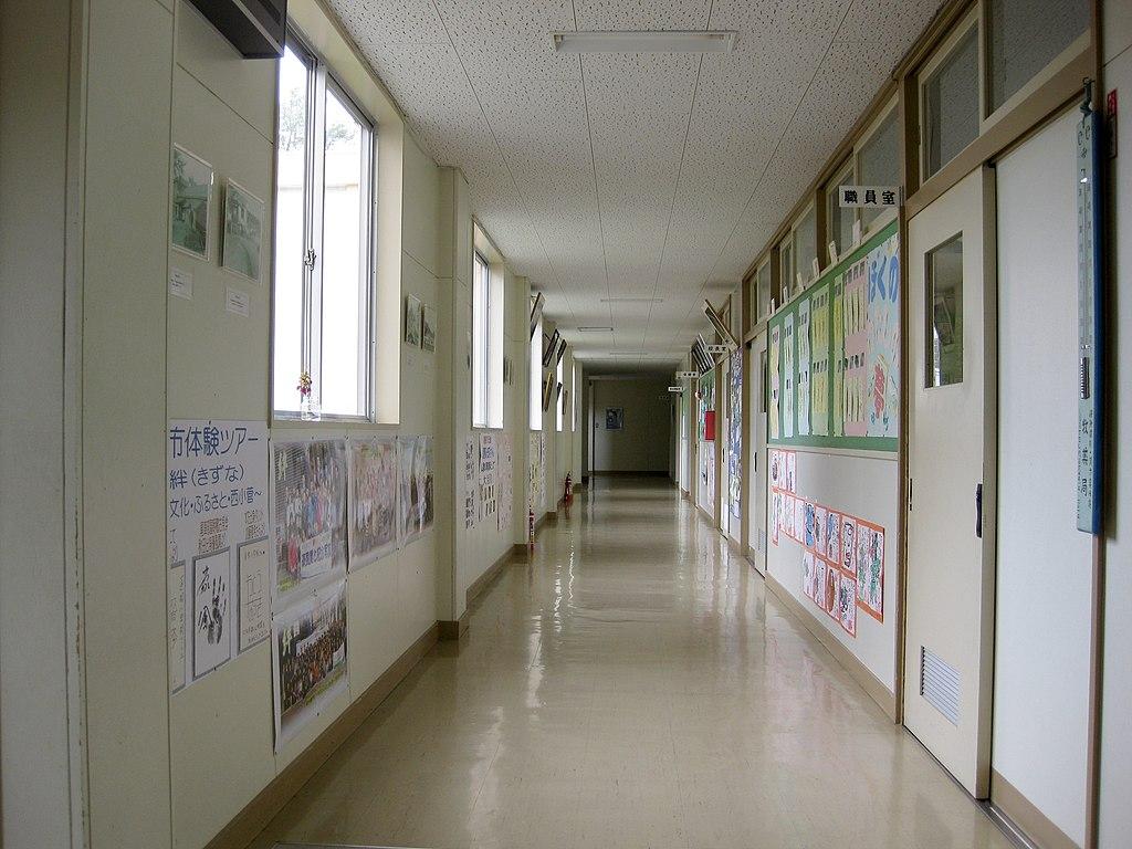 File Hitane Elementary School Hallway 1 Jpg Wikimedia