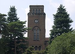 花とおおかみおとこが出会った大学のモデルとなった一橋大学附属図書館