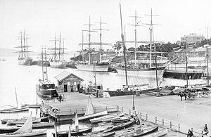 Hobart Wharf - SLV H99.220-920.jpg