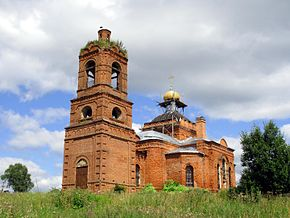 Holy Trinity Church in Novlyanskoye 14.jpg