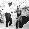Howard Carter und Lord Carnarvon 1922.jpg