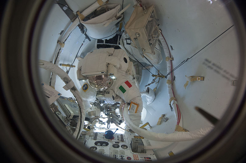 File:ISS-36 EVA-2 d Luca Parmitano leaves the Quest airlock.jpg