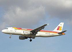 Avión A320 de Iberia, primera compañía aérea de bandera española, fundada en 1927.