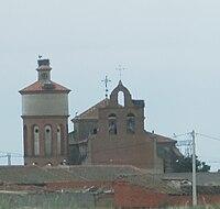 Iglesia y depósito de Aldeanueva del Codonal.jpg
