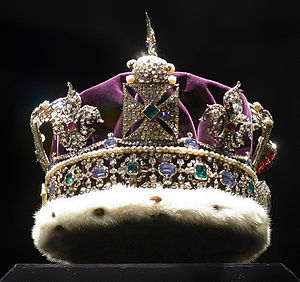 Imperial State Crown - Viewed from the side (with the front to the right)