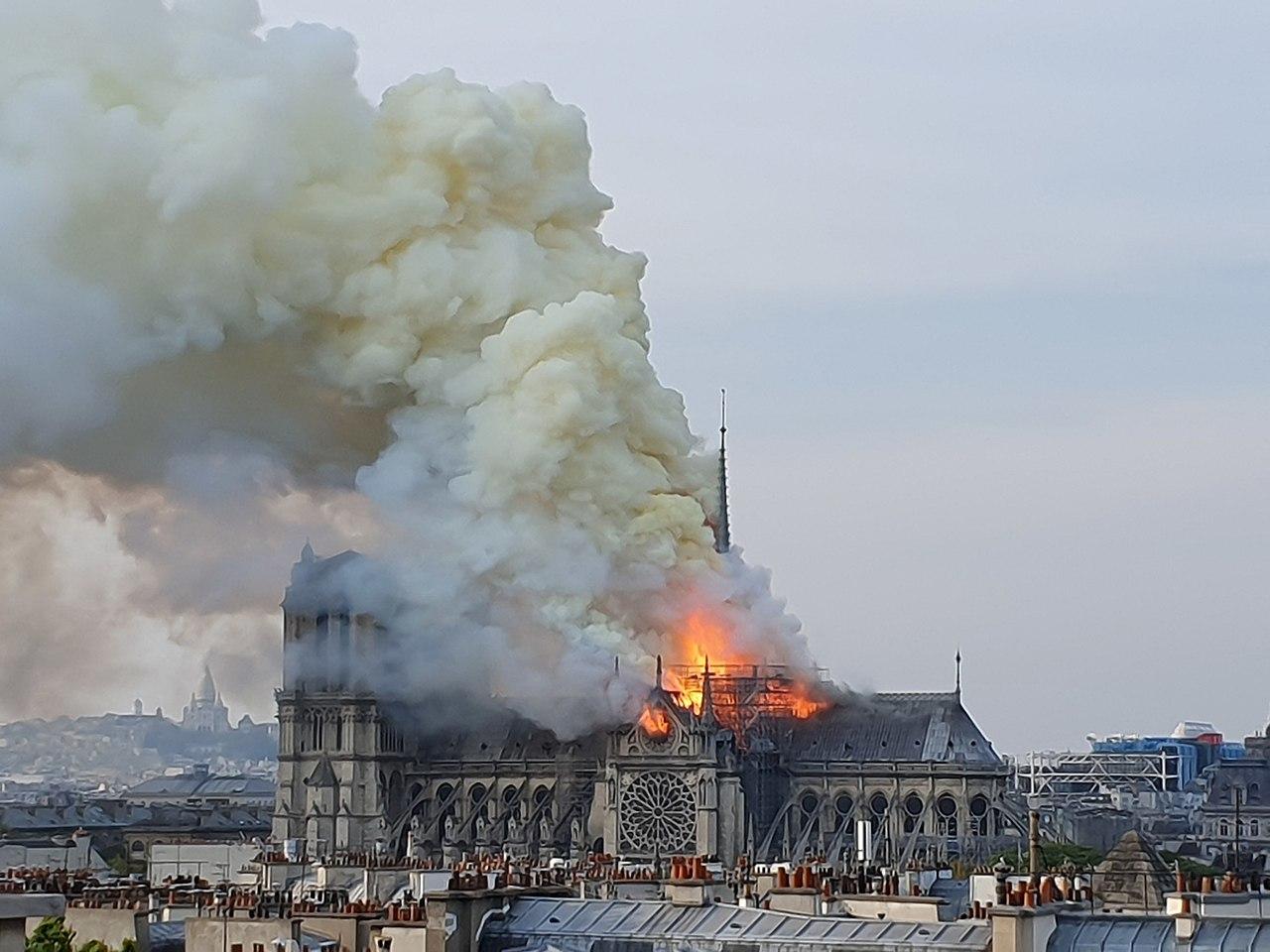 Incendie de Notre Dame à Paris. vue depuis le ministère de la recherche. 5.jpg