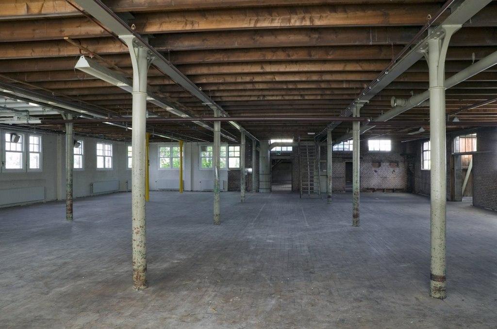 File interieur tweede verdieping overzicht van ruimte met for Kantoor interieur