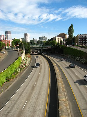 Interstate 405 (Oregon) - The view southward from the NW Everett Street overpass.