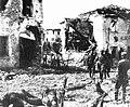 Italiani tra le rovine di Nervesa.jpg