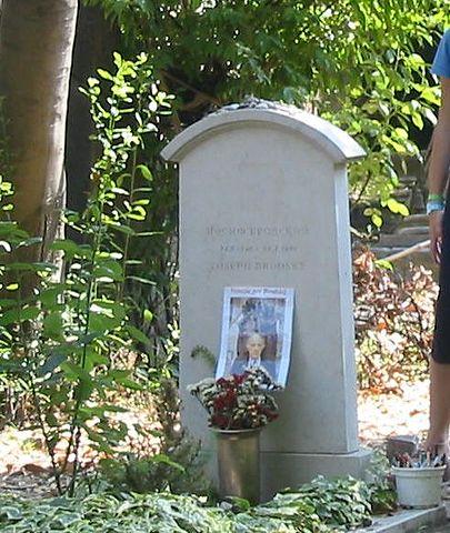 Общий вид могилы Иосифа Бродского на кладбище Сан-Микеле, Венеция, 2004