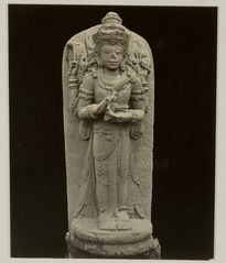KITLV 28245 - Isidore van Kinsbergen - Sculpture of a four-armed figure at the residency in Kediri - 1866-12-1867-01.tif