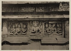 KITLV 40058 - Kassian Céphas - Reliefs on the terrace of the Shiva temple of Prambanan near Yogyakarta - 1889-1890.tif
