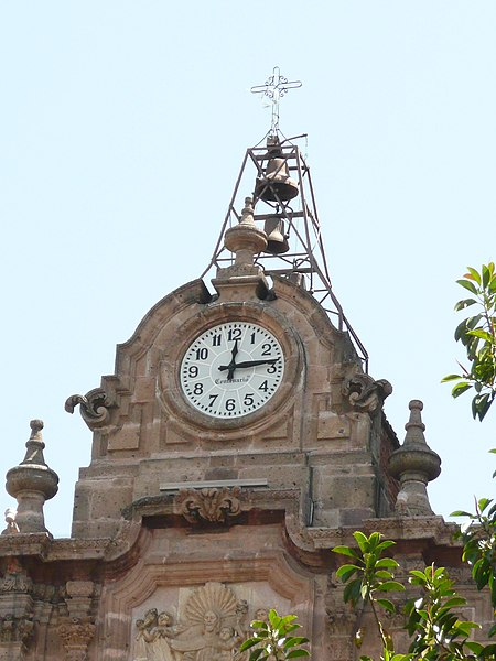 File:Katedra w Morelii - zegar.jpg
