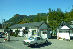 Kawarayu-Onsen Station - outside - 2010.jpg