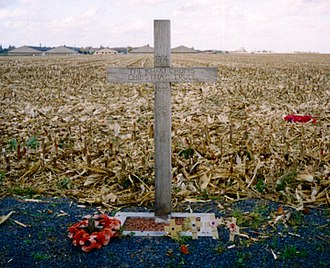 "Christmas truce - A cross, left in Saint-Yves (Saint-Yvon – Ploegsteert; Comines-Warneton in Belgium) in 1999, to commemorate the site of the Christmas Truce. The text reads: ""1914 – The Khaki Chum's Christmas Truce – 1999 – 85 Years – Lest We Forget"""