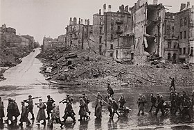 Kiev Kreschatik after liberation November 1943.jpg