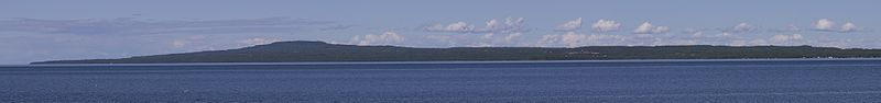 Kinnekulle - Seen from Lidköping (south west).jpg