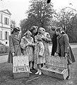 Koninklijk gezin op Soestdijk. In de paleistuin, Bestanddeelnr 904-2810.jpg