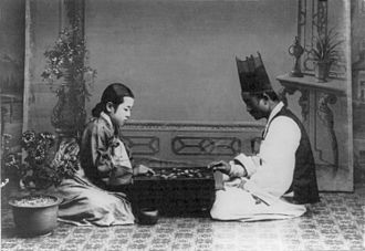 Go (game) - Korean couple, in traditional dress, play in a photograph dated between 1910 and 1920