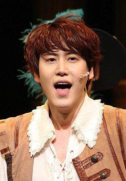 "Kyuhyun in ""The Three Musketeers"", 7 April 2013 01.jpg"