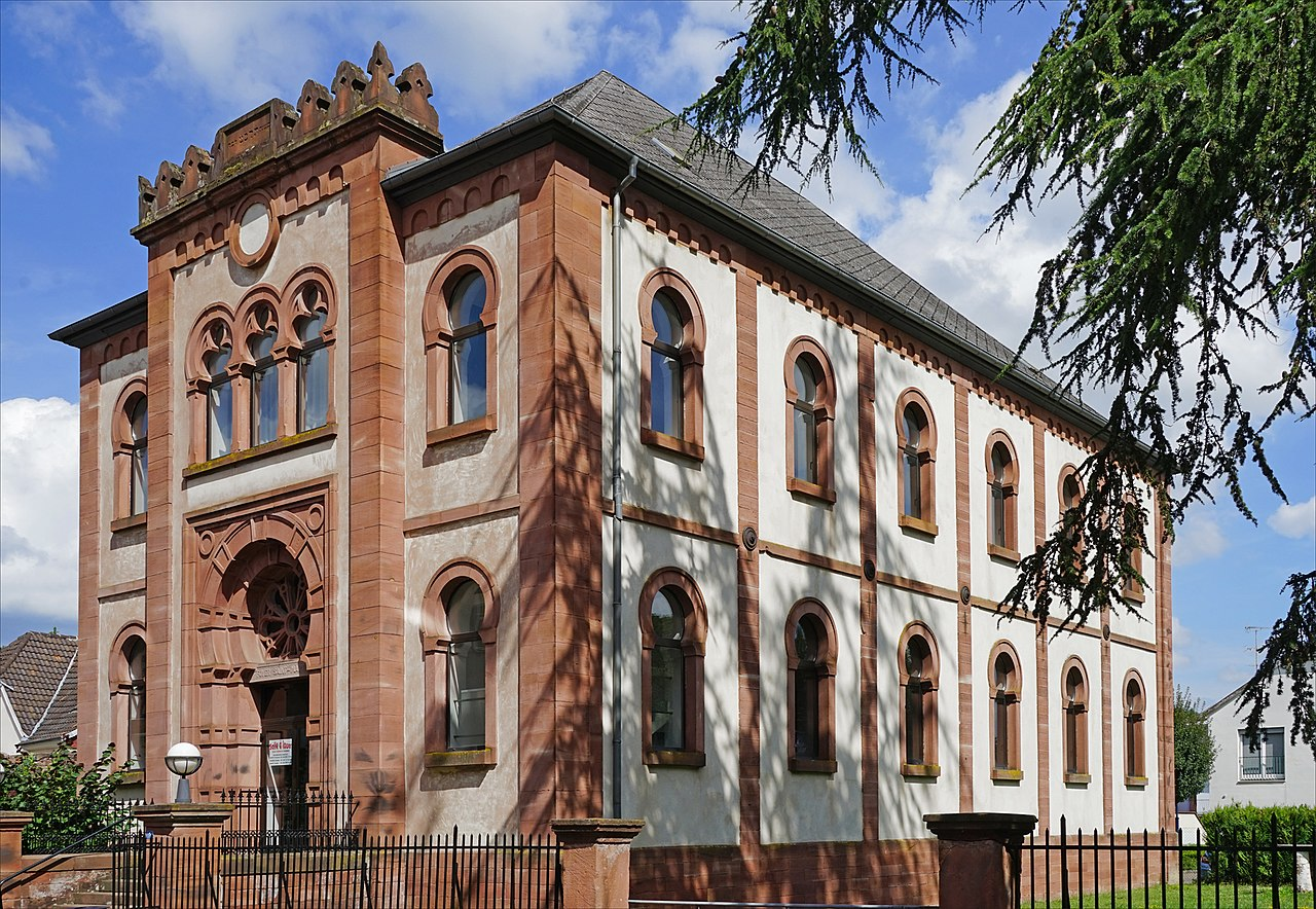 L'ancienne synagogue (Niederbronn-les-Bains) (35505095463).jpg