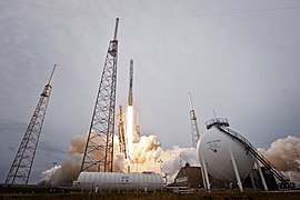 Launch of Falcon 9 carrying CRS-3 Dragon (16670240949).jpg