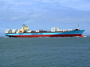 Laust Maersk p05 approaching Port of Rotterdam, Holland 14-Jul-2007.jpg