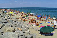 Leucate Plage (Aude), crowded northern beach.jpg
